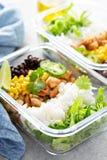 Preparação verde saudável da refeição com galinha fotografia de stock
