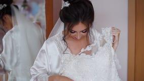 Preparações do casamento da manhã da noiva bonita vídeos de arquivo