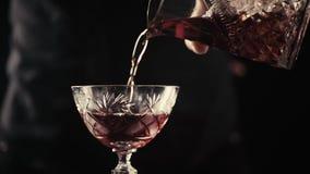 Preparación alcohólica del cóctel almacen de video