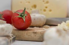 Preparación cercana de Upd del tomate y del queso de FooFresh del italiano Fotos de archivo