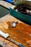 Preparación de cebo para pescar Foto de archivo libre de regalías