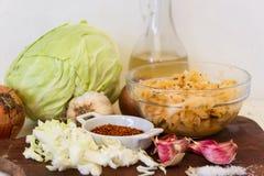 Preparación de la chucrut del kimchi y de la col Fotografía de archivo libre de regalías