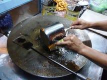 Preparación de la cocina tradicional del martabak Imagen de archivo libre de regalías