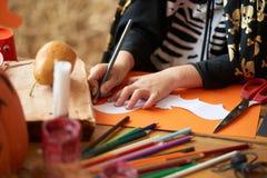 Preparación de la decoración de Halloween imágenes de archivo libres de regalías