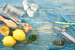 Preparación de la limonada Fotos de archivo