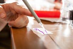 Preparación de la muestra para la electroforesis de la DNA Fotografía de archivo