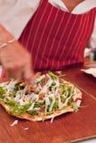 Preparación de la pizza Imágenes de archivo libres de regalías
