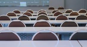 Preparación de la sala de conferencias en universidad fotos de archivo libres de regalías