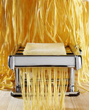 Preparación de las pastas italianas Foto de archivo libre de regalías