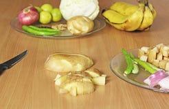 Preparación de las verduras para el curry indio Imágenes de archivo libres de regalías