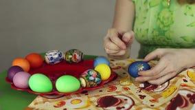 Preparación de los huevos de Pascua, el banquete del passover almacen de metraje de vídeo