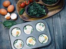 Preparación de los molletes del huevo Imagen de archivo