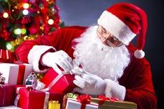 Preparación de los regalos Imagen de archivo