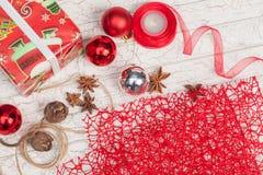 Preparación de los regalos por el Año Nuevo Imágenes de archivo libres de regalías