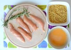 Preparación de tiras del pollo Imagen de archivo libre de regalías