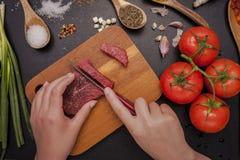 Preparación de una comida Imagen de archivo libre de regalías