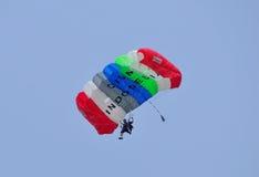 Preparación del campeonato que se lanza en paracaídas militar del mundo Imagenes de archivo