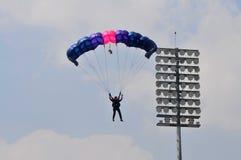 Preparación del campeonato que se lanza en paracaídas militar del mundo Imagen de archivo libre de regalías