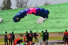 Preparación del campeonato que se lanza en paracaídas militar del mundo Fotografía de archivo libre de regalías