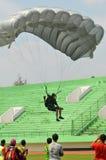 Preparación del campeonato que se lanza en paracaídas militar del mundo Foto de archivo