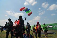 Preparación del campeonato que se lanza en paracaídas militar del mundo Foto de archivo libre de regalías