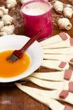 Preparación del cruasán cocido Imagen de archivo libre de regalías