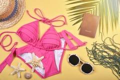 Preparación del esencial del verano y del viaje, accesorios del viaje Imagen de archivo