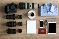 Preparación del fotógrafo para el viaje Imagen de archivo libre de regalías