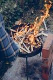 Preparación del fuego Imagenes de archivo