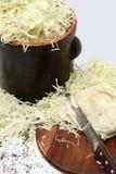Preparación del sauerkraut fotografía de archivo
