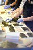 Preparación del sushi y de rollos Imagenes de archivo