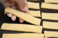 Preparación fresca hecha a mano de las pastas Foto de archivo libre de regalías