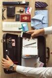 Preparación moderna del hombre de negocios para el trabajo Fotografía de archivo