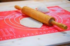 Preparación para el pan que cuece Imagenes de archivo