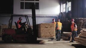 Preparación para enviar un bloque con las barras de madera metrajes