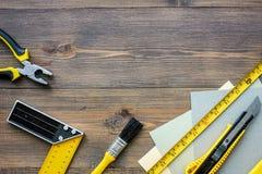 Preparación para la reparación del apartamento Sistema de herramientas de la construcción en copyspace de madera de la opinión su Fotos de archivo