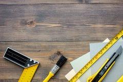 Preparación para la reparación del apartamento Sistema de herramientas de la construcción en copyspace de madera de la opinión su Fotografía de archivo libre de regalías