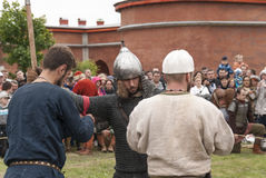 Preparación para los Vikingos La reconstrucción y el festival históricos encendido pueden 28, 2016, en Sain Fotos de archivo libres de regalías