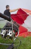 Preparación para un vuelo del impulso del aire caliente fotos de archivo libres de regalías