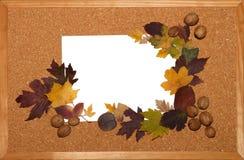 Preparación para una diapositiva de la presentación Hoja blanca en un fondo de madera Fotos de archivo libres de regalías