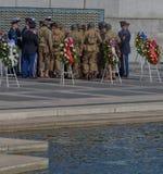 Preparación para V-E Day Celebration en el monumento de la Segunda Guerra Mundial Foto de archivo