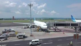 Preparación prevuela de aviones Movimiento rápido almacen de metraje de vídeo
