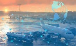 Preparación prevuela de los aviones para la salida Representación conceptual del uso de la tecnología moderna y del inte artifici fotos de archivo