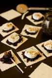 Preparación tartas del queso y de la cebolla de cabra de las mini Fotos de archivo