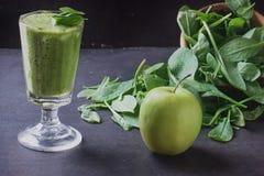 Preparación verde del Smoothie Imagen de archivo