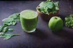 Preparación verde del Smoothie Fotografía de archivo