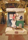 Preparaciones de la Navidad y del Año Nuevo en los grandes almacenes de la GOMA, Moscú Imagenes de archivo