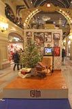Preparaciones de la Navidad y del Año Nuevo en los grandes almacenes de la GOMA, Moscú Fotografía de archivo libre de regalías