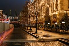 Preparaciones del Año Nuevo en Moscú en la noche Foto de archivo
