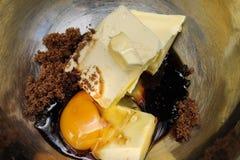 Preparaciones para la fabricación de la torta - ingredientes de la torta imagen de archivo